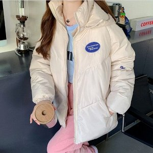 """Женская демисезонная куртка, принт """"Надпись в синем овале"""", цвет кремовый"""