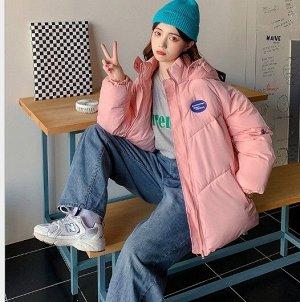 """Женская демисезонная куртка, принт """"Надпись в синем овале"""", цвет розовый"""