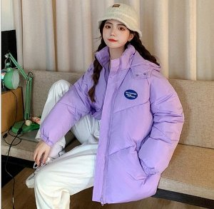 """Женская демисезонная куртка, принт """"Надпись в синем овале"""", цвет фиолетовый"""