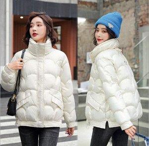 Женская демисезонная куртка, с воротником -стойкой, цвет молочный