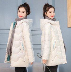 Женская демисезонная куртка, с надписями на карманах, цвет белый