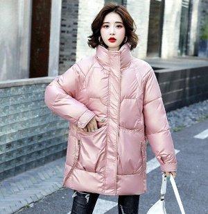 Женская удлиненная куртка, воротник-стойка, глянцевый эффект, цвет розовый