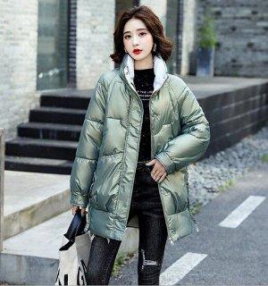 Женская удлиненная куртка, воротник-стойка, глянцевый эффект, цвет зеленый