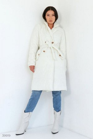 Стильное молочное пальто с поясом
