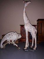 """Сувенир полистоун """"Жираф с листьями на шкуре"""" песочный 41,5х9х13 см"""