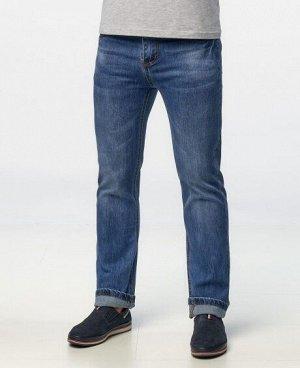 Джинсы Классические пятикарманные джинсы прямого кроя с застежкой на молнию и пуговицу, изготовлены из качественной джинсовой ткани. Состав: 98% - хлопок, 2% - спандекс .