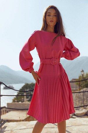 Эффектное платье с плиссе