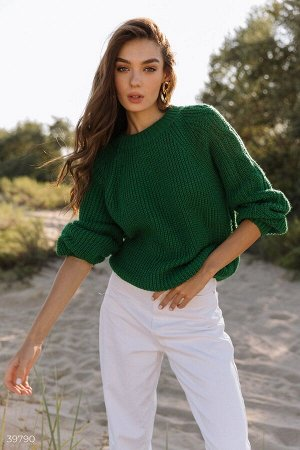Яркий зеленый свитер