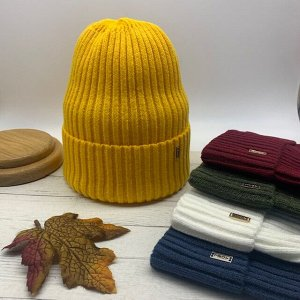 Шапка Модная двуслойная шапка колпак средней длины. Изготовлена из мягкой высококачественной шерсти, с минимальным декором. Макушка имеет оригинальную сборку что позволяет хорошо держать форму. Идеаль