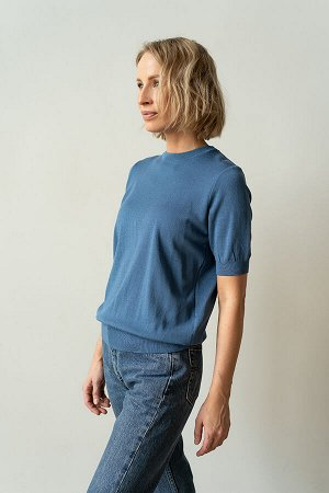 Джемпер Трикотажные туники и джемпера - универсальные предметы базового женского гардероба, они гармонично сочетаются с юбками, брюками, леггинсами, платьями. Помогают освежить и дополнить повседневны