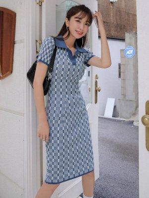 Платье с воротником-поло и геометрическим рисунком