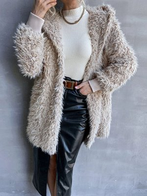 Пальто с капюшоном плюшевый
