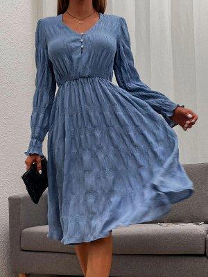 Платье с искусственным жемчугом с глубоким декольте