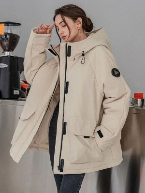 Зимнее пальто с текстовой заплатой с карманом на кулиске с капюшоном