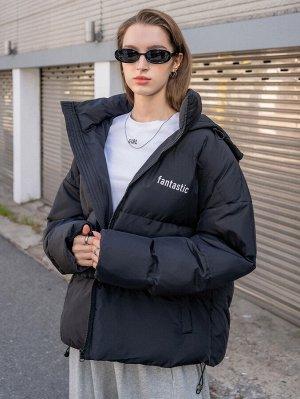 Зимнее пальто с текстовым принтом с капюшоном