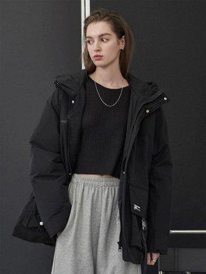 Зимнее пальто с карманом и капюшоном на молнии