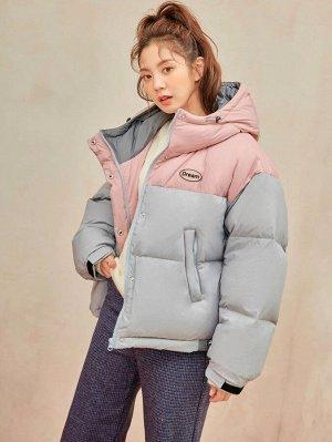 Пуховое пальто с текстовым принтом Контрастный