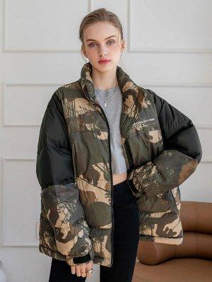 Пуховое пальто с камуфляжным принтом на молнии