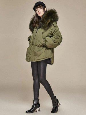 Пуховое пальто на молнии с капюшоном и искусственным мехом