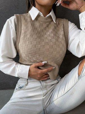 Вязаный короткий жилет-свитер в клетку без блузки