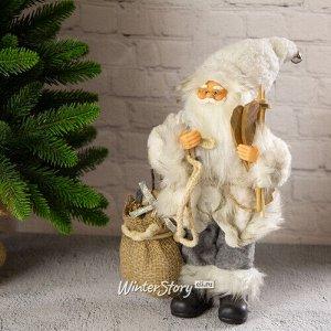 Санта в мохнатой шубе с подарками и лыжами 25 см (Peha)