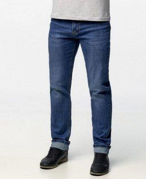 Джинсы Классические пятикарманные джинсы прямого кроя с застежкой на молнию и пуговицу. Состав: 90% - хлопок, 10% - полиэстер