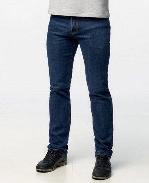 Джинсы Лассические пятикарманные джинсы прямого кроя с застежкой на молнию и пуговицу. Состав: 95% - хлопок, 5% - полиэстер .