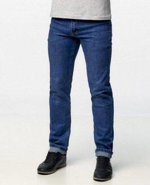 Джинсы Классические пятикарманные джинсы прямого кроя с застежкой на молнию и пуговицу. Состав: 80% - хлопок, 20% - полиэстер .