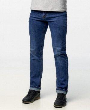Джинсы Классические пятикарманные джинсы прямого кроя с застежкой на молнию и пуговицу. Изготовлены из качественной джинсовой ткани, правильные лекала - комфортная посадка на фигуре. Состав: 90% - хло