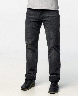 Джинсы Классические пятикарманные джинсы прямого кроя с застежкой на молнию и пуговицу. Изготовлены из качественной джинсовой ткани, правильные лекала - комфортная посадка на фигуре. Состав: 65% - хло