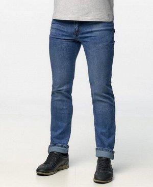 Джинсы Классические пятикарманные джинсы прямого кроя с застежкой на молнию и пуговицу. Состав: 85% - хлопок, 12% - полиэстер, 3% - эласта