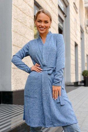 Кардиган Трикотажный кардиган может выступать как дополнение к образу или часть верхней одежды. Состав: 65% вискоза, 35% полиэстер. Приятный, не броский оттенок джинс универсально сочетается со многим