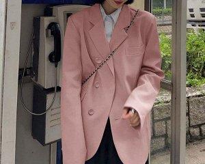 Женский пиджак, с декоративным нагрудным карманом, на 3-х пуговицах, цвет розовый