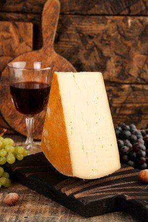 Сыр Раклет Средний вес 350гр -500гр Цена за 1кг 1149 Полутвёрдый сыр является основой одноимённого швейцарского блюда. Раклет отличается уникальным вкусом и грибным ароматом, благодаря которым его тру