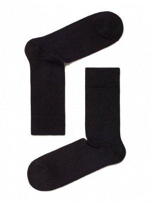 Носки Состав: хлопок 73%, полиэстер 25%, эластан 2% Цвет: Черный Год: 2021 Страна: Беларусь Классические всесезонные эластичные мужские носки из хлопка, с двойной анатомической резинкой, однотонные и