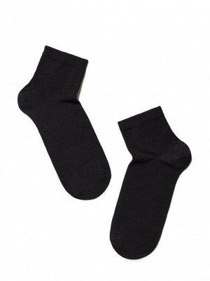Носки Состав: хлопок 73%, полиэстер 25%, эластан 2% Цвет: Черный Год: 2021 Страна: Беларусь Укороченные спортивные эластичные мужские носки из хлопка, с двойной анатомической резинкой, однотонные.