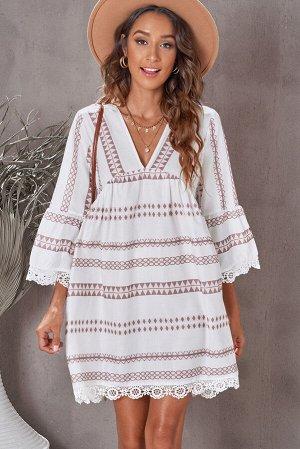 Белое винтажное свободное платье в бежевую полоску с V-образным вырезом и кружевной отделкой