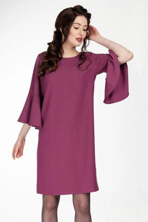 Платье Платье женское, полуприлегающего силуэта. Круглый вырез горловины. Застежка в среднем шве спинки на потайную тесьму-молнию от верха. Перед с двумя нагрудными вытачками, идущими из боковых швов.