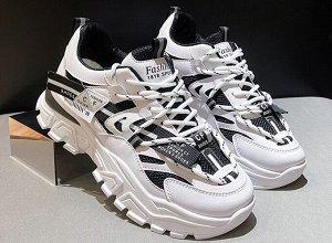 Женские кроссовки на платформе, с мелкими надписями, цвет белый/черный