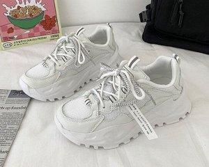 Женские кроссовки с двухцветными шнурками,цвет белый