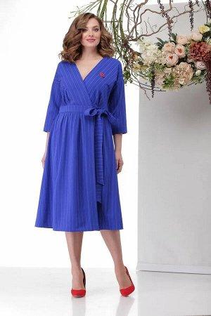 Платье Платье для женщины следящей за модными тенденциями. Достаточно простой крой на запах, обыгран яркой тканью в тонкую полоску. Приспущенное плечо, рукав 7/8. Немного расклешенная юбка, по поясу з