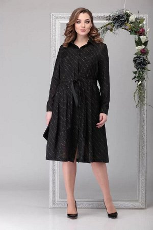 Платье Платье выполнено из тонкого струящегося текстиля в тонкую полоску. Рубашечного типа верх, свободное по прилеганию. Юбка широкая благодаря заложенным складкам. По талии стяжка-пояс, которым Вы о