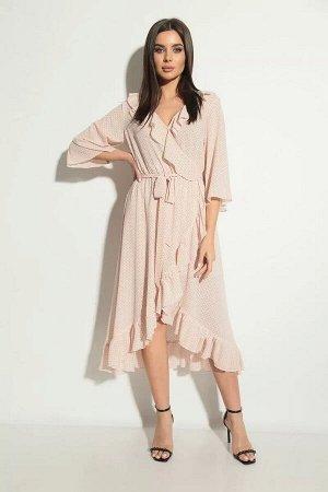 Платье Модное в этом году, платье на запах, выполнено из струящегося шифона цвета чайной розы в мелкий горошек. Клешеная юбка , как и лиф украшена воланами. Рукав свободный до локтя, так же имеет небо