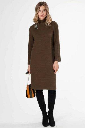 Платье Уютное трикотажное платье с высоким воротом. Украшает платье декоративная брошь. Втачной рукав, длина до середины колена.65% рэвон;19% полиэстер;15% па;1% полиуретан