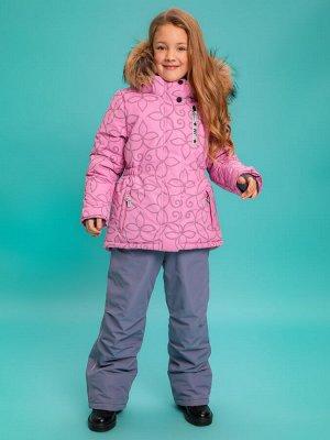 Розовый ОСОБЕННОСТИ КУРТКА: •Светоотражатели: нашивки, молния, пуллеры, светоотражающая ткань. Карманы на молнии •Съёмный, регулируемый по высоте капюшон •Ветрозащитные планки по борту •Утяжка куртки
