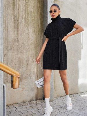 Вязаное платье-свитер с поясом