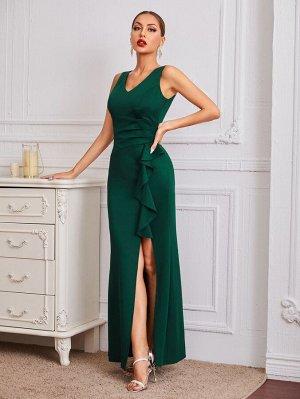 Платье с v-образным воротником, разрезом и оборкой