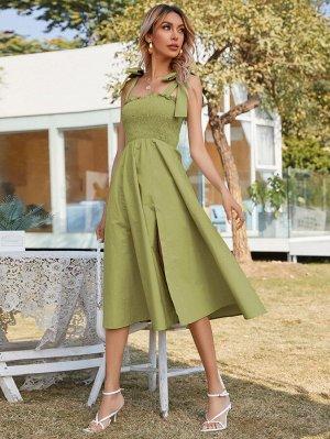 Платье на бретельках с узлом на плечах