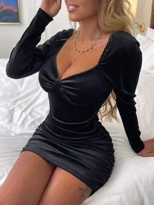 Бархатное платье с воротником-сердечком