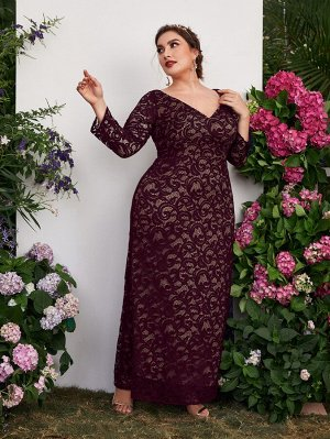 Кружевное платье макси размера плюс с v-образным вырезом